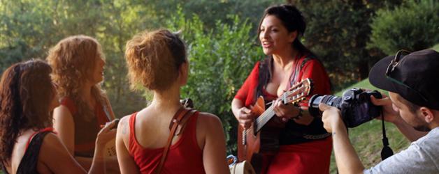 Estreno de «Por Ti», el nuevo video de Mavi & Las Folkies by Dano